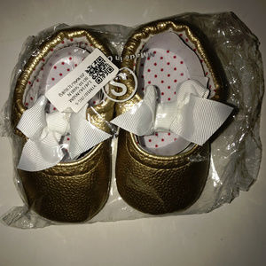Baby Girls Gold And White Baby Shoes Size S New